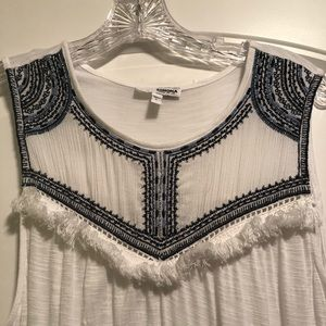 Women's white sleeveless tunic type top